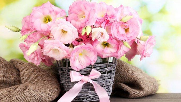 Букет цветов - символический подарок на день рождения девушке