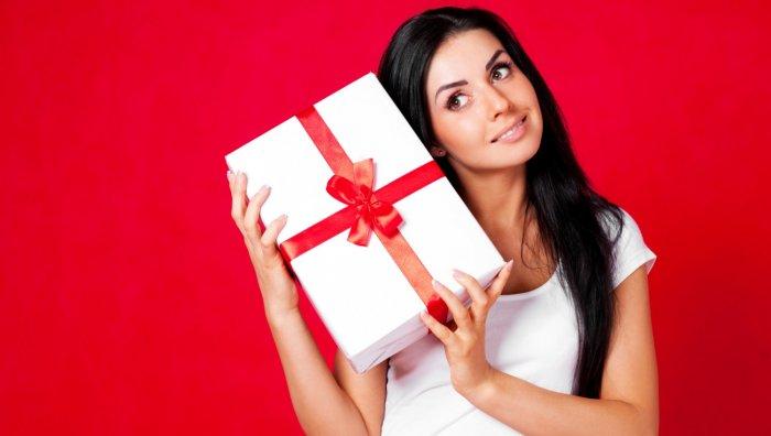 Что подарить девушке недорогое